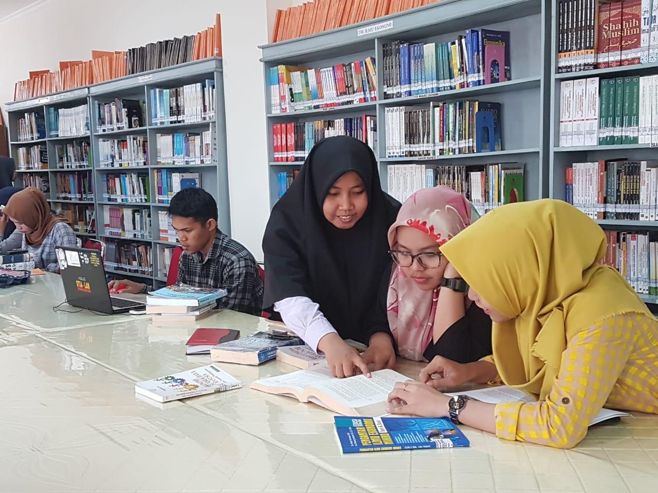 Belajar Di Perpustakaan FEBI UINAM